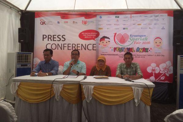 Perwakilan OJK saat press conference soal agenda Keuangan Syariah Fair. (ist)