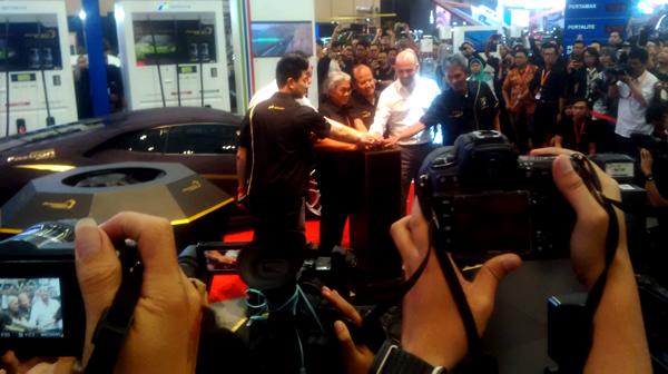 Peluncuran uji pasar Pertamax Turbo oleh Direktur Pertamina di arena GIIAS 2016. (bd)