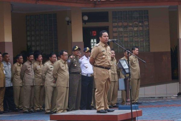 Walikota Tangerang memimpin apel di Balaikota. (ist)