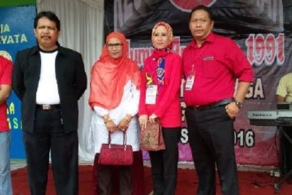 Kegiatan bakti sosial alumni SMP Negeri 1 Teluknaga. (day)