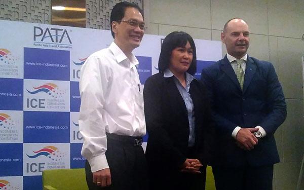 CEO PATA Purnomo bersama Siti Karmila dan Aage Hansen. (bd)