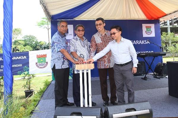 Wakil Bupati dan Direksi Paramount Land meresmikan Hutan Kota di Tigaraksa. (ist)