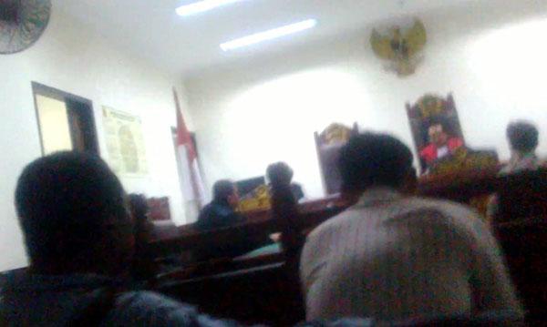 Suasana di ruang persidangan Pengadilan Negeri Tangerang yang berlangsung kilat. (bd)