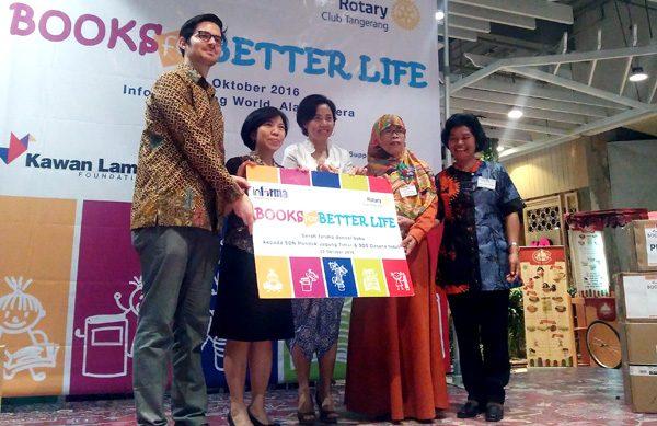 Penyerahan Donasi 3000 buku Program Books for Better Life Informa. (bd)