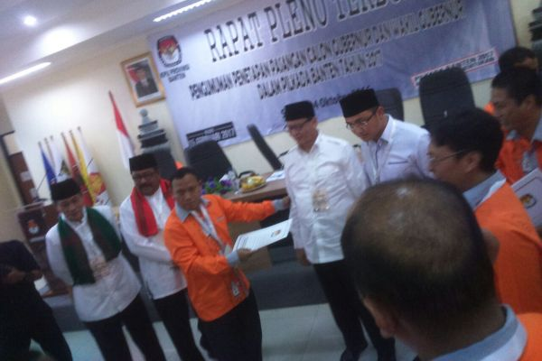 KPU Banten menetapkan Rano Embay dan WH-Andika sebagai pasangan calon pada Pilgub Banten. (uad)