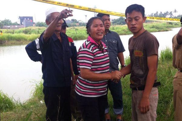 Keluarga korban yang tenggelam di Danau Alam Raya mengkuti proses pencarian. (uad)