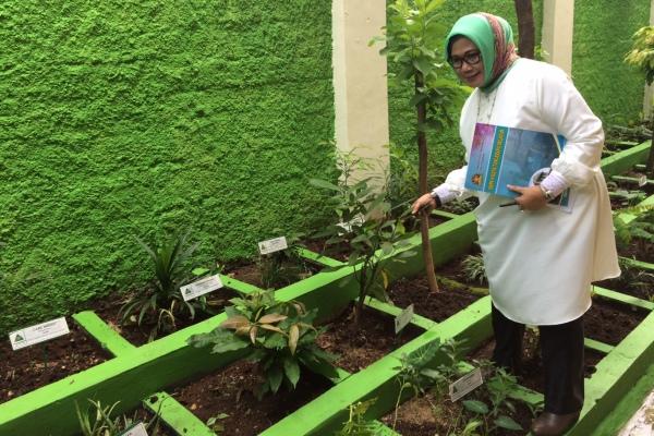 Kepala SMPN 4 Kota Tangsel, Rita Juwita. (nad)