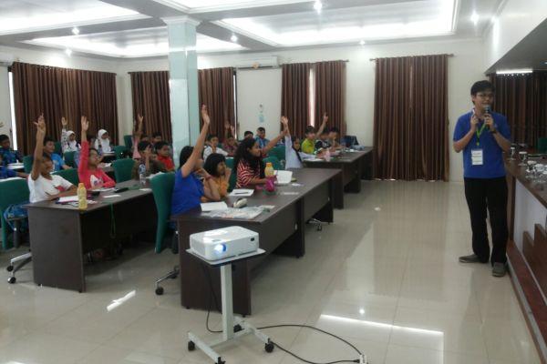 60 pelajar se-Indonesia saat seleksi Olimpiade Sains & Matematika Asia oleh Surya Institut. (ist)