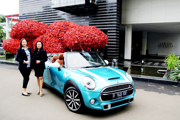 Jodie O'tania (BMW) & Diana Nazir, Festival Director, Indonesian Contemporary Art & Design. (ist)