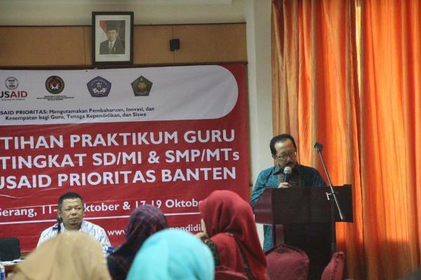 Wakil Rektor I IAIN SMH Banten membuka pelatihan. (ist)