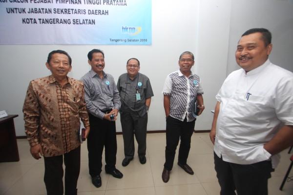 Ketiga Calon Sekda Kota Tangsel, Muhamad, Dadang Sofyan dan Sukanta mendapatkan pembekalan untuk melaju ke tahapan seleksi berikutnya dari Anggota Pansel Hidayat Djauhari. (ard)