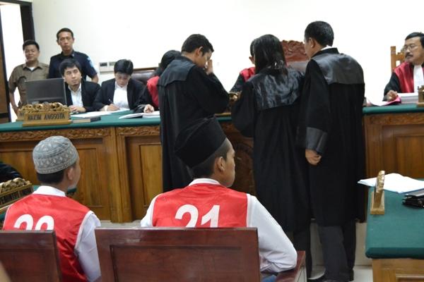 Dua terdakwa pembunuh Eno Parihah menjalani sidang perdana di PN Tangerang. (uad)