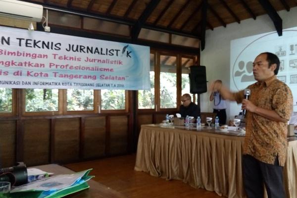 Anggota Dewan Pers, Imam Wahyudi memberikan materi pada Bimtek Jurnalistik di Serpong. (nad)