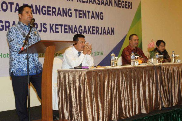 Walikota Tangerang memberi sambutan pada kegiatan sosialisasi bersama Kejari dan BPJS. (pp)