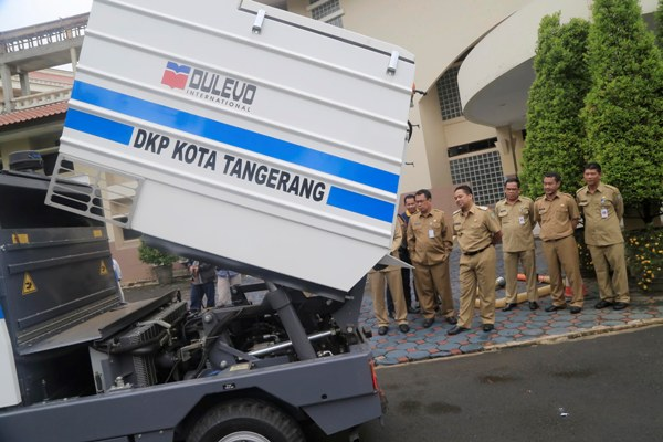 Pemkot Tangerang saat melaunching mobil sweeper. (uad)