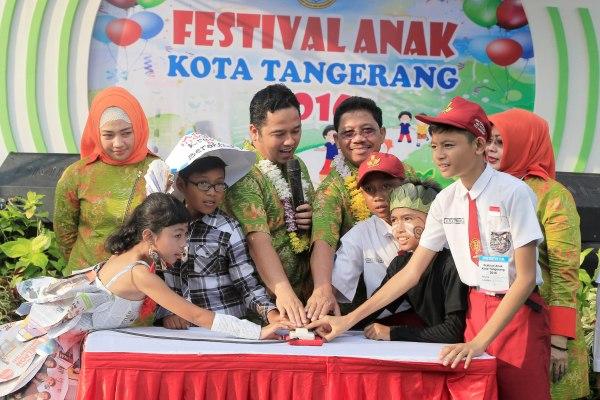 Walikota dan Wakil Walikota membuka Festival Anak. (ist)