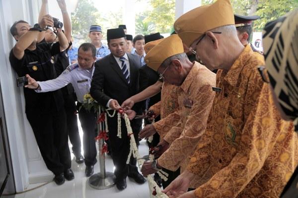 Walikota meresmikan Gedung Juang. (ist)