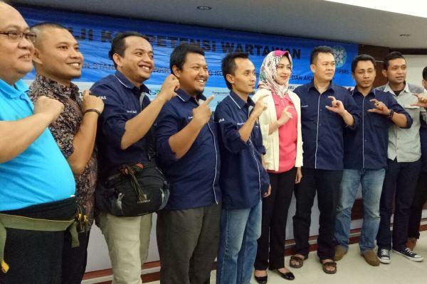Panitia UKW foto bersama Walikota Tangsel. (nad)