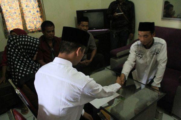S menikahi kekasihnya di Mapolres Kota Tangerang. (uad)