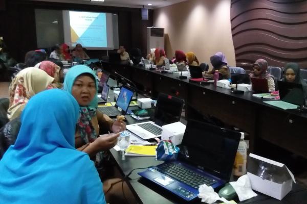 Ahli gizi Puskesmas mengikuti pelatihan software NutriClin. (one)