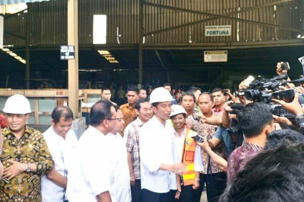 Presiden Jokowi memberikan keterangan kepada wartawan. (uad)