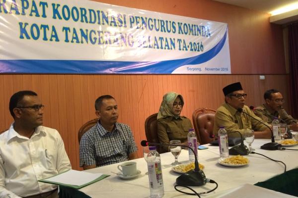 Walikota Tangsel, Airin memimpin rapat Kominda. (nad)
