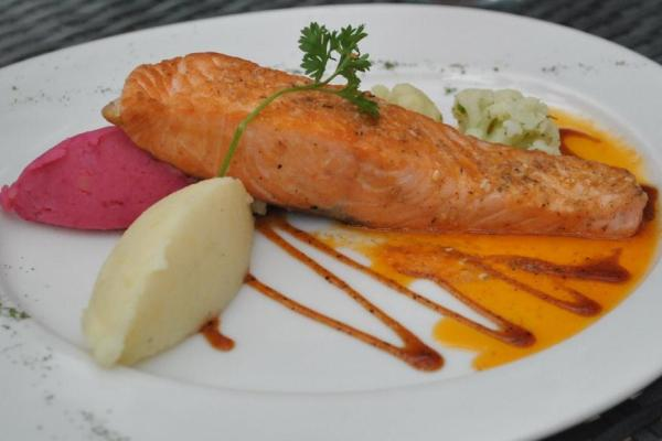 Menu Salmon Zattar di Mint & Pepper Restoran. (fit)