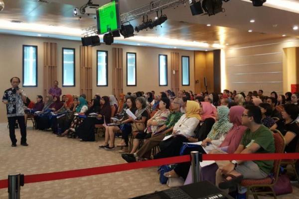 Seminar membahas hormon tiroid di Bethsaida Hospita. (fit)