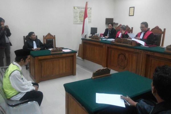 Terdakwa pemutilasi janda asal Cikupa menjalani sidang di PN Tangerang. (uad)