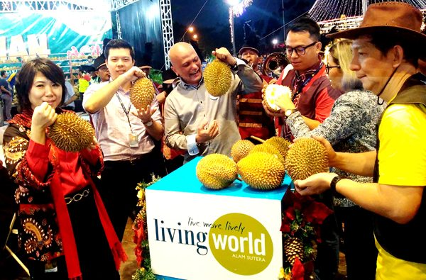 Pembukaan Festival Durian di Living World yang akan berlangsung 5 hari. (bd)