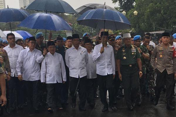 Presiden Joko Widodo (Jokowi) dan Wakil Presiden Jusuf Kalla beserta rombongan hadir dalam Aksi Bela Islam 212. (ist)