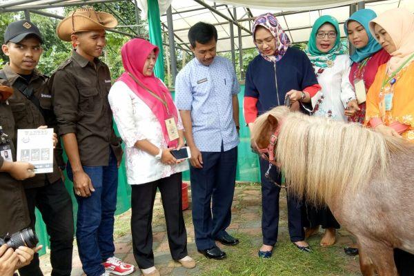 Walikota Tangsel saat peresmian Puskeswan di Jombang. (nad)