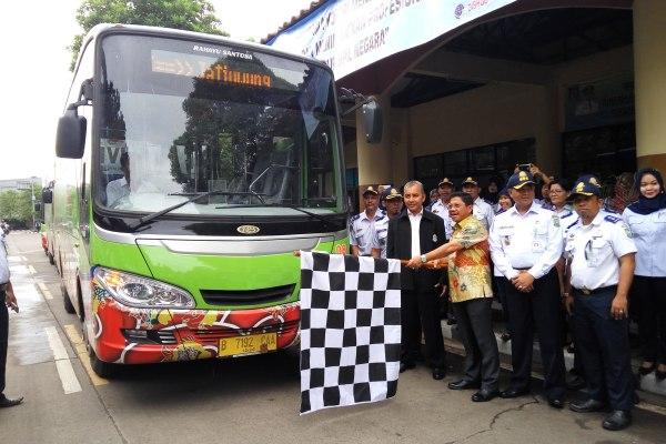 Wakil Walikota Tangerang Sachrudin melepas armada Trans Tangerang. (pp)