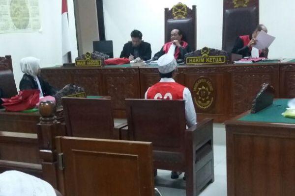 Terdakwa kasus pencabulan anak, Harjo menjalani persidangan. (uad)