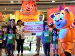 Penyerahan Simbolis Donasi Wish Upon A Tree oleh Toys Kingdom ke ReachOut Foundation
