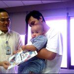 Siloam Hospitals Bagi-bagi Buku Gambar Untuk Pasien Anak
