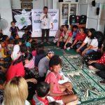 Ribka Tjiptaning Salurkan Bantuan di Kampung Pemulung