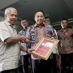 Reputasi Positif, Walikota Tangerang Dianugerahi Best Communicator 2017