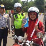 Dishub Tangsel Bagikan 60 Helm Ke Pelanggar Lalu Lintas