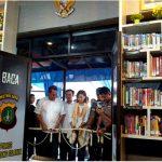 Najwa Potong Rangkaian Bunga Resmikan Pojok Baca Satpas Tangsel