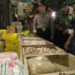 Antisipasi Harga Naik, Pedagang Pasar Anyar Disidak
