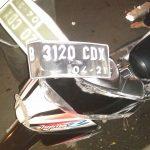 Diduga Terobos Lampu Merah, Mobil Polisi Nabrak Motor dan Gerobak