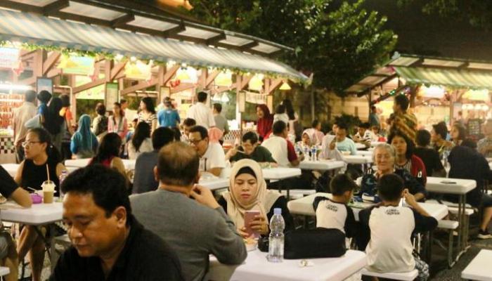 Ratusan Pemburu Kuliner Ramaikan Taman Rasa Mall Alam