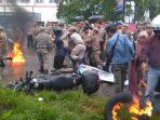 Demo mahasiswa di gedung DPRD Tangsel Ricuh